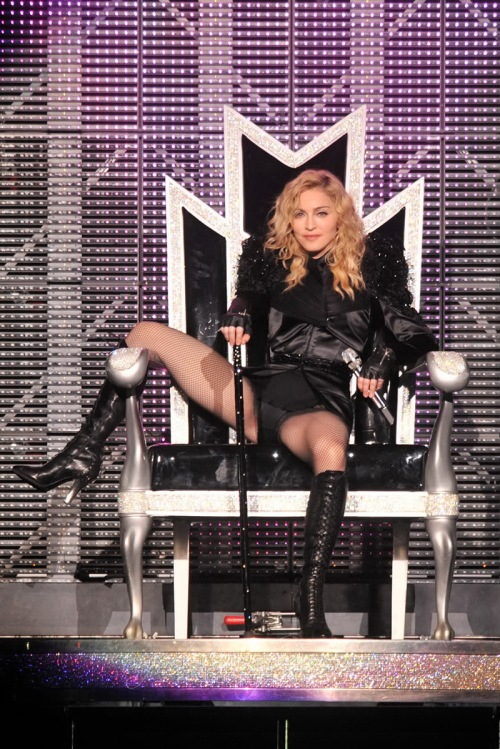 gallery_enlarged-madonna-crotch-shot-01