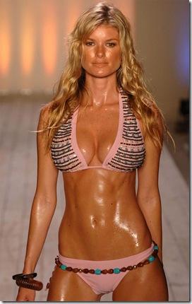 marisa_miller_sweaty_bikini_runway_003