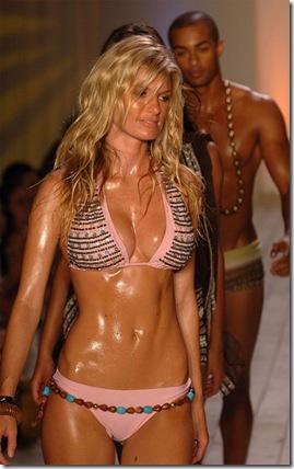marisa_miller_sweaty_bikini_runway_004