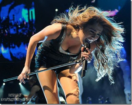 42550_Miley_Cyrus_performs_during_her_Wonder_World_tour_at_Staples_Center_in_Los_Angeles_122_364lo_122_364lo