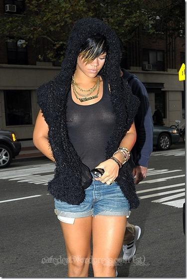 rihanna-nipple-ring-34196PCN_Rihanna05