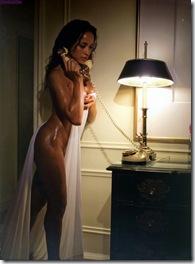 dania-ramirez-naked-room-23-01
